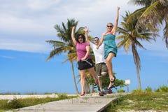 Tendo o divertimento na praia Foto de Stock Royalty Free