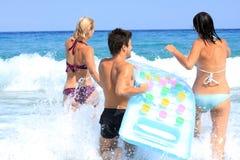 Tendo o divertimento no mar Imagens de Stock Royalty Free