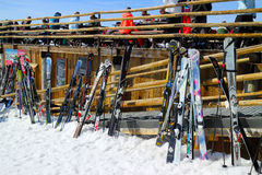 Tendo uma bebida na barra de Ski Resort de três vales Imagem de Stock