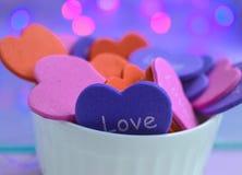 Tendresse bleue rose de Saint Valentin de coeurs photographie stock