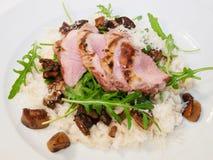 Tendwrloin de porc avec du riz et le champignon image stock