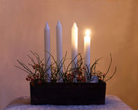 Tenedor de Advent Candle con cuatro velas Fotografía de archivo