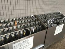 Tenedor del paraguas fuera de un hotel en Tokio Fotos de archivo libres de regalías