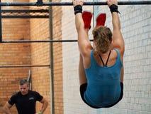 Tenen - Atleten medio training tijdens een hoge intensiteits opleidingssessie te versperren royalty-vrije stock afbeelding