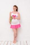 Tenencia embarazada un ramo de tulipanes Fotos de archivo