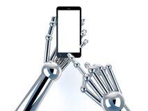 Tenencia y tacto robóticos de la mano en Smartphone negro con la pantalla en blanco Fotos de archivo libres de regalías