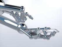 Tenencia y tacto robóticos de la mano en Smartphone transparente Fotos de archivo