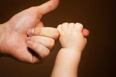 Tenendo sopra al Daddy Fotografia Stock Libera da Diritti