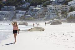 Tener un paseo en la playa Fotografía de archivo libre de regalías