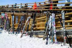 Tener una bebida en la barra de Ski Resort de tres valles Imagen de archivo