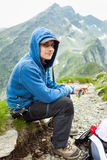 Tener una rotura del bocado en la montaña Fotos de archivo libres de regalías