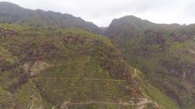 Tenerife, Ισπανία - 18 Μαΐου 2018: Εναέρια άποψη των δύσκολων βουνών στο φαράγγι κόλασης, Κανάρια νησιά φιλμ μικρού μήκους