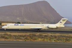 TENERIFE ΣΤΙΣ 17 ΙΟΥΛΊΟΥ: Αεροπλάνο στο έδαφος 17 Ιουλίου 2017, Tenerife καναρίνι Στοκ Φωτογραφία
