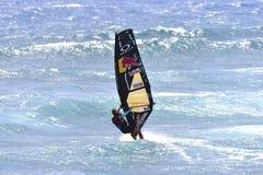 TENERIFE AUGUSTI 11: PWA som surfar, Augusti 11, 2017 Tenerife Arkivbild