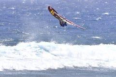TENERIFE AUGUSTI 11: PWA som surfar, Augusti 11, 2017 Tenerife Arkivfoto