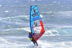 TENERIFE 11 DE AGOSTO: PWA que practica surf, el 11 de agosto de 2017 Tenerife Fotos de archivo