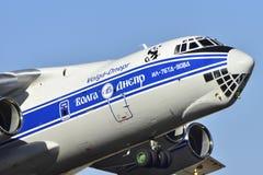 TENERIFE 25 DE ENERO: Avión de carga IL-76, sacando en de Tenerife Imagen de archivo libre de regalías