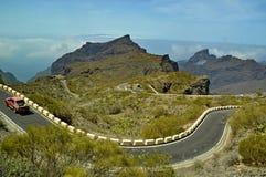 Tenerife De spiraalvormige bergen van de wegtrog royalty-vrije stock afbeeldingen