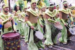TENERIFE, EL 28 DE FEBRERO: Caracteres y grupos en el carnaval Foto de archivo libre de regalías