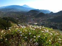 Tenerife, el valle de las montañas de Anaga, abajo de la ciudad del La Laguna Foto de archivo