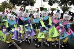 TENERIFE, 17 FEBRUARI: Carnaval-Groep en gekostumeerde karakters Stock Foto