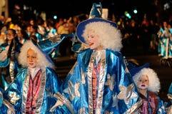 TENERIFE, 17 FEBRUARI: Carnaval-Groep en gekostumeerde karakters Stock Fotografie