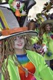 TENERIFE FEBRUARI 17: Karnevalgrupper och kostymerade tecken Arkivfoto