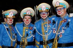 TENERIFE FEBRUARI 17: Karnevalgrupper och kostymerade tecken Arkivbild