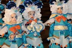TENERIFE FEBRUARI 17: Karnevalgrupper och kostymerade tecken Royaltyfri Bild