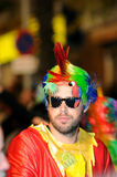 TENERIFE FEBRUARI 17: Karnevalgrupper och kostymerade tecken Fotografering för Bildbyråer