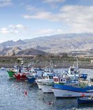 Tenerife fiskebåtar i den Las Galletas hamnen Royaltyfri Foto