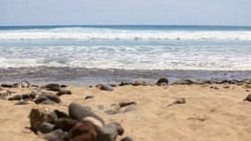 tenerife hav waves för textur för hav för illustrationsdesign naturliga Strand pittoreskt hav för liggande Gul sand, havsstenar arkivfilmer