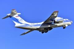 TENERIFE JAN 25: Ładunku samolot IL-76, bierze daleko od Tenerife w Obraz Stock