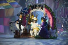TENERIFE JANUARI 24: Tecken och grupper i karnevalet Arkivbilder