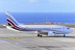 TENERIFE JULI 07: Flygplan som ska tas av JULI 07, 2017, Tenerife Arkivbilder