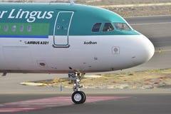 TENERIFE JULI 17: Nivå som ska landas Juli 17, 2017, Tenerife kanariefågel Royaltyfri Fotografi