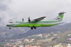 TENERIFE JULI 09: Plan landning, Juli 09, 2017, Tenerife kanariefågelöar Spanien Royaltyfria Foton
