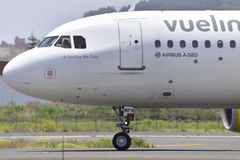 TENERIFE JULI 27: Plan landning, Juli 27, 2017, Tenerife kanariefågel Royaltyfria Foton