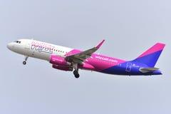 TENERIFE 17 JULI: Vliegtuig aan land 17 juli, 2017, de Canarische Eilanden Spanje van Tenerife Royalty-vrije Stock Foto's