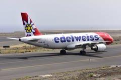 TENERIFE 17 JULI: Vliegtuig aan land 17 juli, 2017, de Canarische Eilanden van Tenerife Royalty-vrije Stock Afbeeldingen