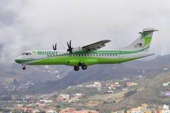 TENERIFE 09 JULI: Vliegtuig die, 09 Juli, 2017, de Canarische Eilanden Spanje van Tenerife landen Royalty-vrije Stock Foto's