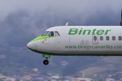 TENERIFE 09 JULI: Vliegtuig die, 09 Juli, 2017, de Kanarie van Tenerife landen Royalty-vrije Stock Fotografie