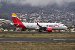 TENERIFE 09 JULI: Vliegtuig die, 09 Juli, 2017, de Kanarie van Tenerife landen Royalty-vrije Stock Afbeeldingen