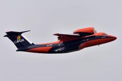 TENERIFE 19 JULI: Vliegtuig die, 19 Juli, 2017, de Kanarie van Tenerife landen Stock Afbeelding