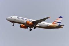 TENERIFE 17 JULI: Vliegtuig het opstijgen 17 juli, 2017, Tenerife kan Stock Afbeeldingen