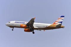 TENERIFE 17 JULI: Vliegtuig het opstijgen 17 juli, 2017, Tenerife kan Stock Fotografie