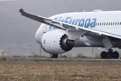TENERIFE MAY 19: Flygplan som ska tas av Maj 19, 2017, Tenerife kanariefågelöar Fotografering för Bildbyråer