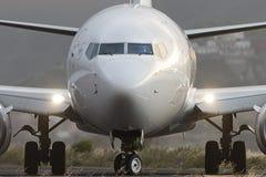 TENERIFE MAY 19: Flygplan som ska tas av Maj 19, 2017, Tenerife kanariefågelöar Royaltyfri Foto