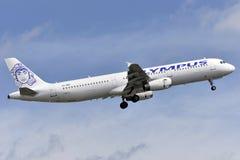 TENERIFE 12 MEI: vliegtuig die, 12 Mei, 2018, Tenerife Canar van start gaan Stock Foto