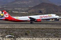TENERIFE OKTOBER 03: Nivå som ska landas Oktober 03, 2017, Tenerife kanariefågel I Royaltyfri Fotografi